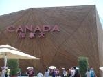Das ist das Äußere des Canada-Pavillions, das aus Holz gebaut ist...