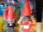 """In diesen Hüten bekommt man die unterschiedlichsten Geräusche zu hören. In der Abteilung """"der Garten"""" und auch """"der Park"""" kann man sich erholen."""