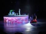 Nach einem Film zeigt das Auto-Pavillion abwechslungsreiche Tänze mit den futuristischen Autos